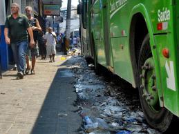 A partir da próxima quarta-feira, já em 2013, duas empresas, que serão contratadas em caráter emergencial, passarão a cuidar da limpeza da cidade